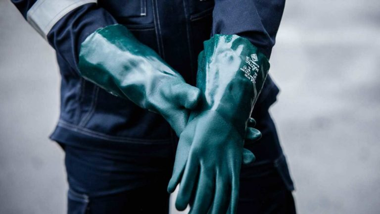 Gloves for the Petrochemical Industry Featured Image