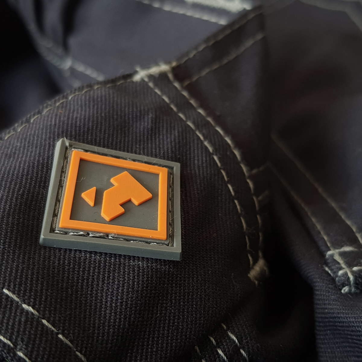 H-Icon Rubber Badge_Web