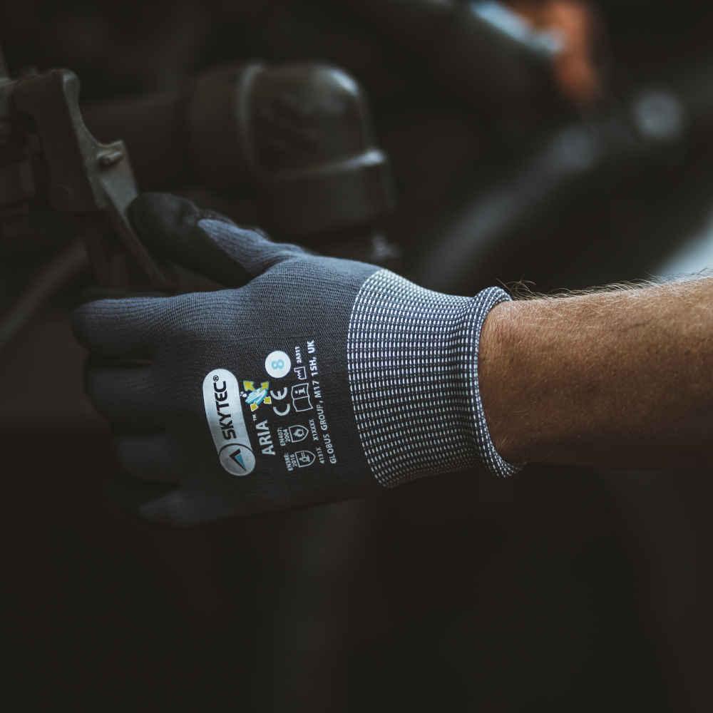 GL0003_Skytec Aria Nitrile Foam Gloves_Action